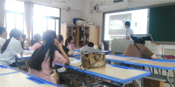 Our trainer was illustrate how to use interactive whiteboard software.